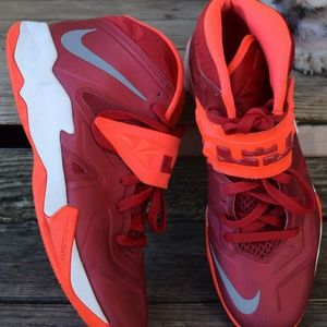 Nike Zoom Lebron James High Top Tennis Shoes